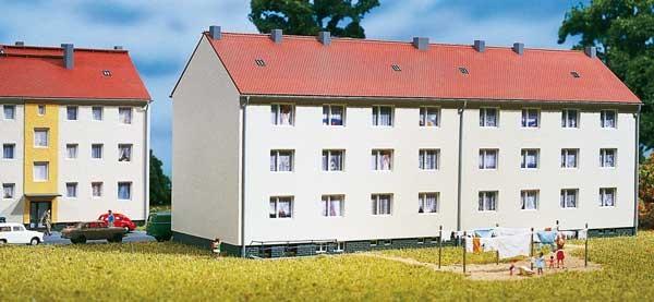Wohnhaus mit Kellereingang (TT)