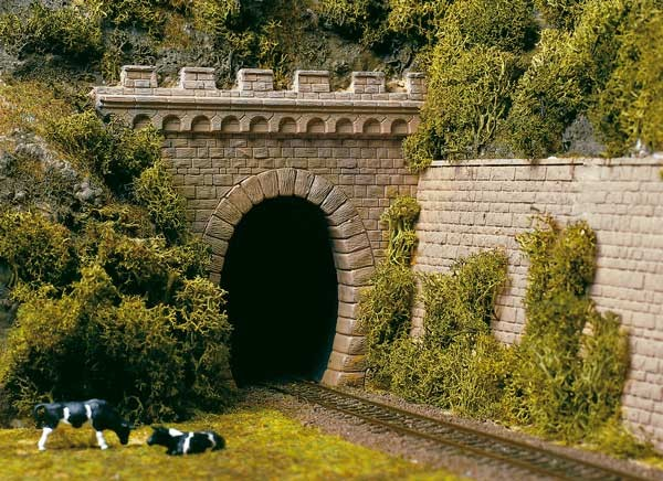 2 Tunnelportale mit Flügelm. 1gleisig
