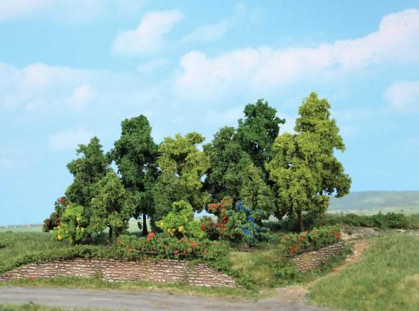 Laubwald, 18 Büsche und Bäume