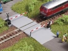 Beschrankter Bahnübergang (N)