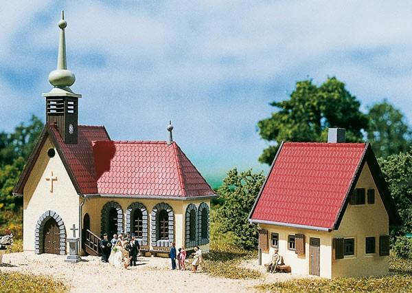 Kirche m. Pfarrhaus (N)