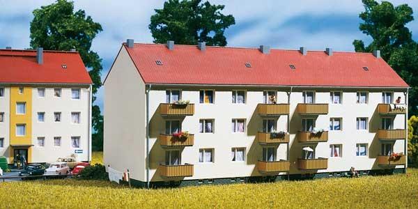 Wohnhaus mit Balkon (TT)