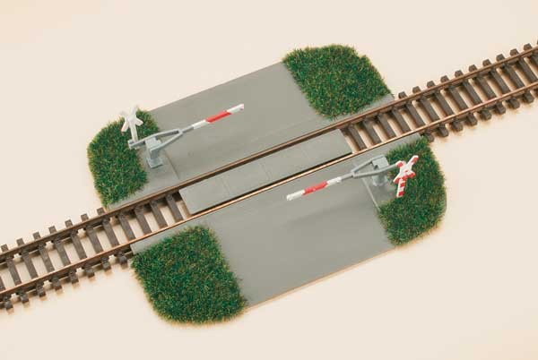 Bahnübergang mit Halbschranke