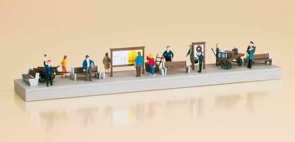 Bahnsteigausstattung mit